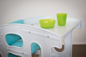 Hokus Pokus – Table with food & drink – marble/turquoise